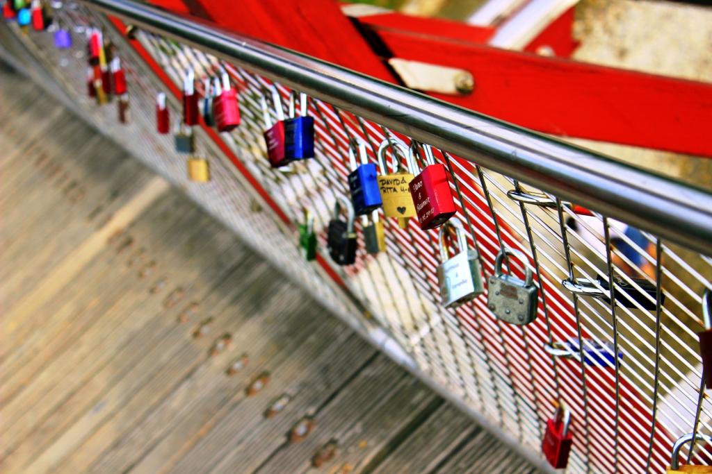 Brücke mit Schlössern