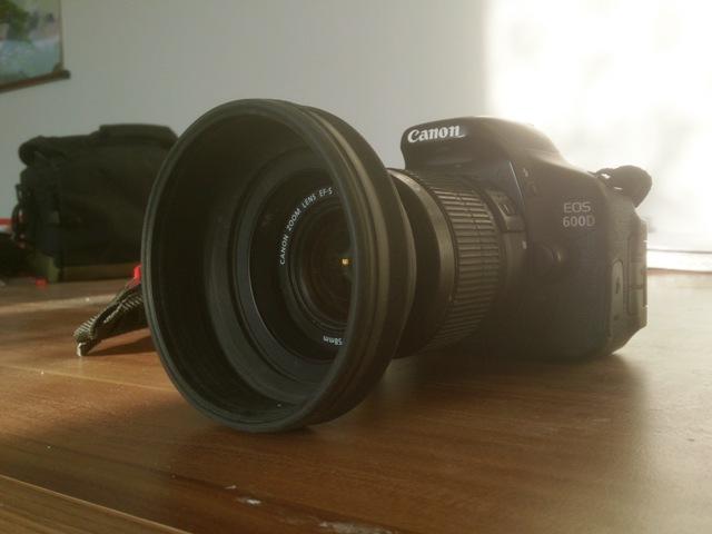 Canon EOS 600D mit Gegenlichtblende