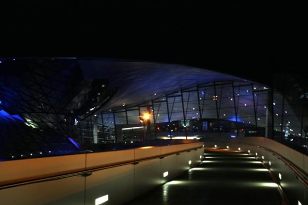 BMW Welt von der Brücke gesehen