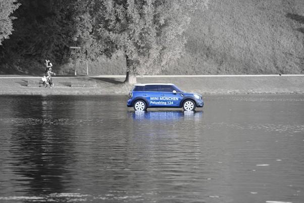 Mini über Wasser