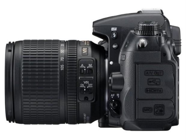 Nikon D7000 von der Seite