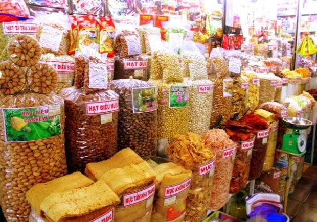 Cho Ben Thanh mit getrockneten Lebensmitteln