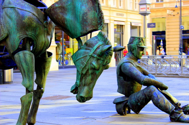 statue_auf_dem_gehweg