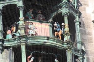 Puppenspiel auf dem Rathaus