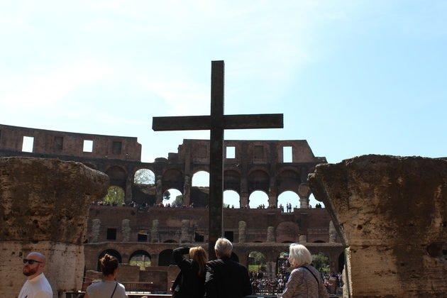 Kolosseum in Rom - Kreuz