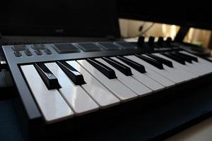 Einsteiger MIDI Keyboard für Anfänger